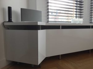 Strakke radiator ombouw en raambank Dievorm