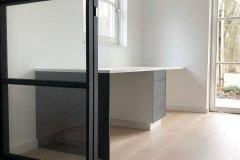 Bureau-En-Kast-Velp-Strak-Stoer-Design-Wit-Grijs-Deur